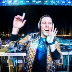 Fans started throwing glass bottles on stage, after Tiësto canceled his performance from a massive festival!
